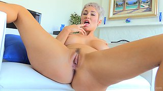 Mature short haired MILF Ryan strokes her fresh pnk pussy on the bed