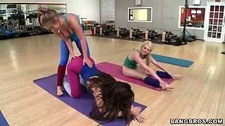 Chloe Lynn and her girlfriends get horny during yoga lessons