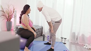 Work It Out In 4k With Sofia Rose