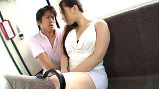 Japonesa dando no bus