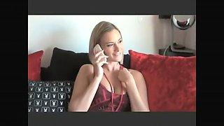 Claire,une jolie blonde,appelle son mec au téléphone pour venir lui perforer son petit trou
