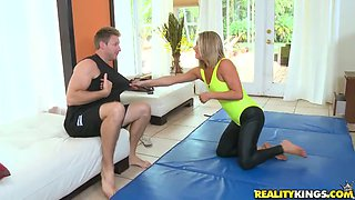 Stunning yoga babe Allura Skye sucks her fellow's dick
