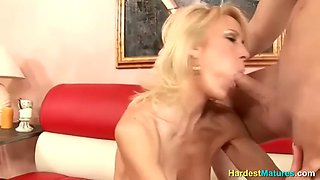 Housewife has a lot of free time to fuck around