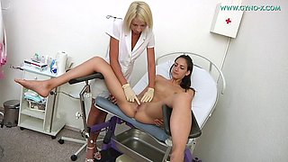 blonde gyno plays with her female patient with her instrumetns