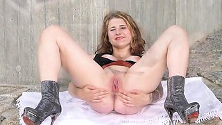 Slutty czech nympho stretches her narrow snatch to the pecul