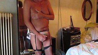 Horny slut cums,exposed