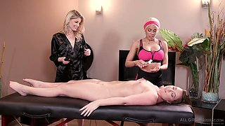 Three mind blowing babes pleasing each others twat in the massage parlor