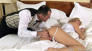 Slutty Blonde Gets Nice Wakeup