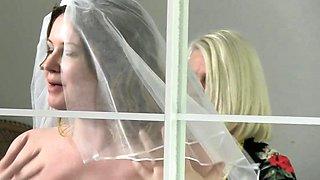 Les gran and brit bride in threesome