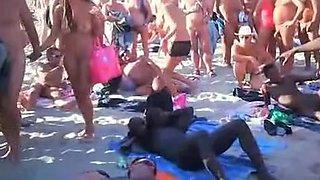Swingers recorded by voyeur beach sex