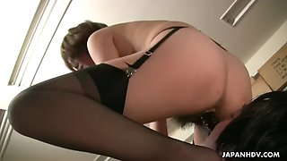 japanese mistress tsubaki is facesitting coworker slave in office
