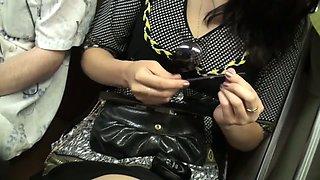 Voyeur traveler records a makeup girl on the subway