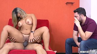 Cuckold Watching The Guy Eating His Hot Wife - Wanessa Weitzel