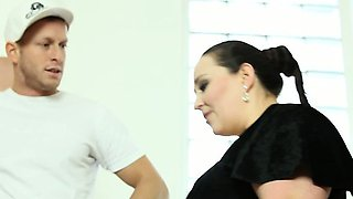 Fat brunette Jitka face-riding her boy slave in the toilet