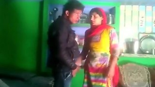 Desi married bhabhi salma cheating with neighbor bf mms kissing