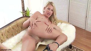Danielle Feelin Naughty In Pantyhose - Danielle Maye