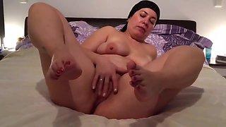 Iraqi Muslim woman masturbates