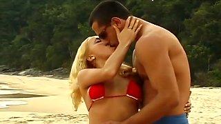 Blonde And Boyfriend Anal Fuck On Beach