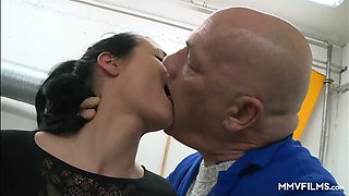 Messy haired secretary Cassy Young lures car service boss for sex