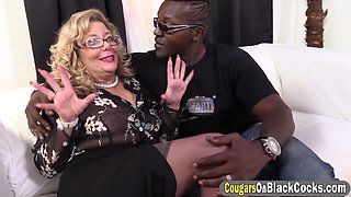 Black bloke pounding a round ass BBW cougar